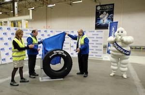 El presidente Herrera visitó la planta de Michelin en Aranda de Duero con motivo de la fabricación de su neumático 50 millones.