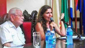 El presidente del CRE, Carmelo González, y la cónsul Martha de Blas.
