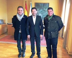 Carrete, Miranda y Mandianes al inicio de la reunión celebrada en el despacho del secretario xeral da Emigración en Compostela.