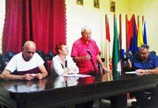 El presidente del CRE, Carmelo González, presentó a la conferenciante, Susana Monís.