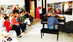 Actuación del maestro pianista-concertista, Nelson Camacho.