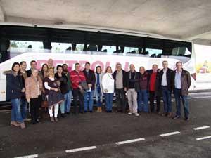 Miembros de la asociación Amigos de Niedereschach posan antes de su viaje a la fiesta del jamón de esta localidad alemana en 2015.