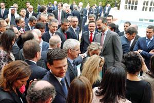 Un momento del encuentro del Rey con los españoles en Arabia Saudí.