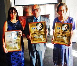 Los galardonados Ana Mª Sierra Denis, Longinos Valdés Álvarez y Airam Suárez Viciana.