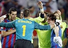 Los jugadores de Guardiola celebraron el triunfo ante el Sevilla casi como si hubiesen ganado la Liga.