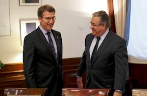 Núñez Feijóo con el ministro del Interior, Juan Ignacio Zoido, al inicio de la reunión.