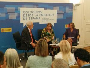 Estanislao de Grandes, Susana Malcorra y Carmen de Carlos durante el coloquio.