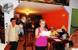 La asociada Marta Monsalve leyó un comunicado contra la violencia a las mujeres.