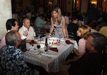 La titular de la AME -organismo que se encargará de llevar a cabo el programa bianual- en su reciente viaje a Cuba.