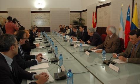 Imagen de la reunión del Grupo de Trabajo de Emigración correspondiente a los residentes en el extranjero.
