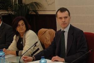 José Manuel Herrero y María Antonio Rabanillo, representante de Cuba, en un momento de la reunión.