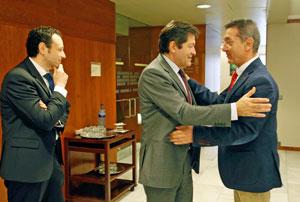 El presidente del Principado, Javier Fernández, tuvo la oportunidad de saludar al presidente de la FICA, Manuel de Barros.