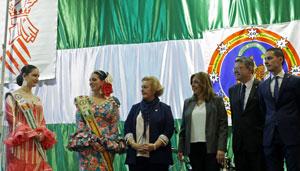 En el centro la presidenta de la Fecacv, Puri Torres, Susana Díaz y Ximo Puig.