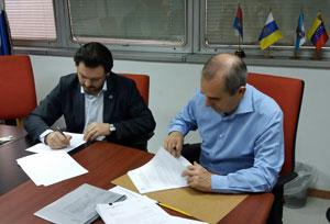 El secretario da Emigración firmó el convenio de colaboración con el presidente de la Fundación España Salud, Francisco González.