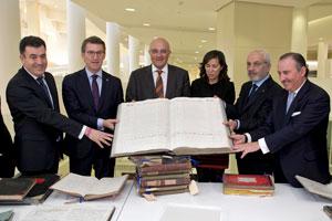 El titular de la Xunta presidió el acto de entrega del fondo documental histórico del Banco Gallego al Arquivo de Galicia por parte de la Fundación Banco Sabadell.