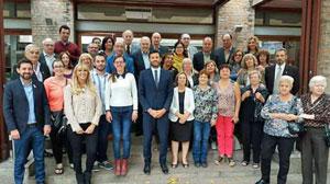 Josep Claverol (centro primera fila) con los representantes de las entidades.
