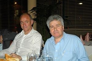 Santiago Camba con Jesús Ledo, directivo del Centro Gallego de Londres.