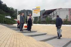 Montes en Sotrondio junto al alcalde.