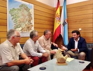 El secretario xeral da Emigración, Antonio Rodríguez Miranda, recibió en su despacho a los representantes de Uagalcat (Unión de Asociacións Galegas de Catalunya).