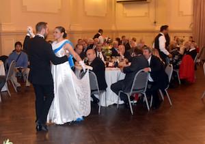 Bailarines del grupo Gardeliando.