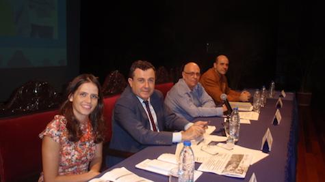 Atendiendo a España Exterior, María del Castillo, Fernando Brea Morales y Elio Francisco Rodríguez de la Consejería de empleo. A su lado Fernando Pérez Araujo, vicepresidente de la HGV.