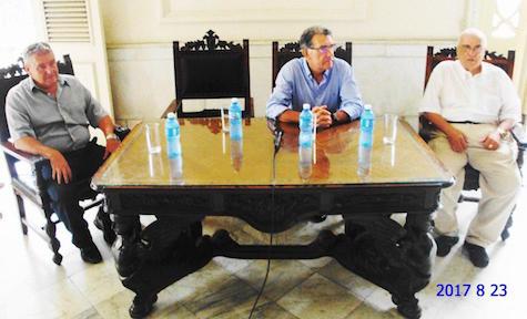 Rafael Garbajosa, José Julio Rodríguez y Julio Santamarina presidieron la reunión de trabajo en el Centro Gallego de La Habana.
