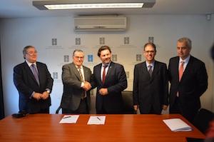 Imagen de la firma del convenio de colaboración con la Asociación Española Primera de Socorros Mutuos