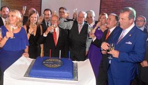 Las autoridades que acudieron al acto brindaron por el 138 aniversario del Centro Gallego de Montevideo.