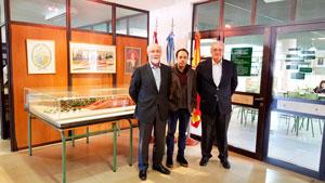 Mira Lema, el director español del Colegio Parque España, Francisco Santos Rodriguez, y Francisco Moldes.