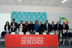 Santos Gastón Juan, tercero desde la derecha, junto a otras personalidades distinguidas por la Defensoría del Pueblo porteña.