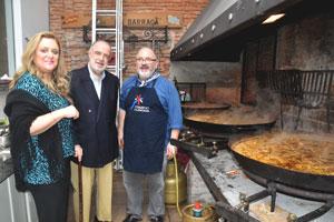 Mariela García Boronat, el embajador Javier Sangro, y el chef Mariano.