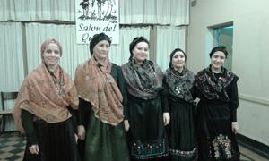 El cuerpo de baile del Centro Región Leonesa participó del acto.