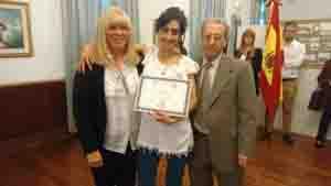 Se entregó el certificado de 'Personalidad Destacada de la Colectividad' a  la profesora, Stella Maris Herrera.