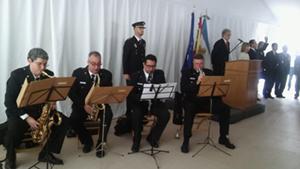 La orquesta de la Policía Federal interpretó los hinmos de Argentina y España.