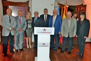 Directivos de Ospaña junto a representantes de instituciones de la colectividad.