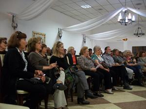 La charla atrajo a un numeroso público.