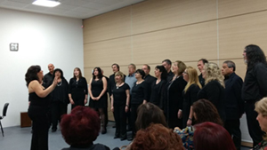 El coro interpretó un variado repertorio de obras representativas del folklore tradicional argentino y uruguayo.