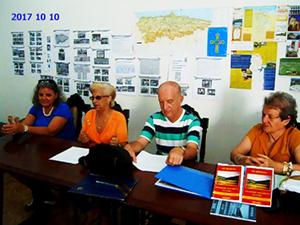 Mª Lidia Amago Pérez (2ª por la izquierda) y miembros de su junta directiva que integraron el panel de presentación del libro.
