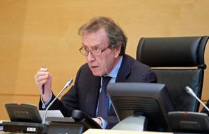 José Antonio de Santiago-Juárez ante la Comisión de Economía y Hacienda de las Cortes de Castilla y León.