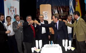 Autoridades brindando por los 70 años del Valle Miñor.