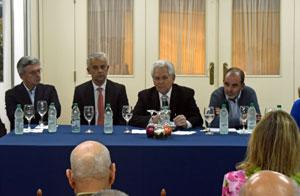 Ángel Domínguez, en el centro, en un momento de la asamblea.
