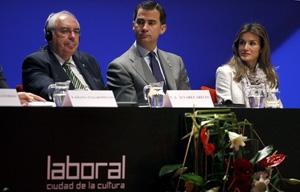 Vicente Álvarez Areces junto a Don Felipe y Doña Letizia en el Día Marítimo Europeo .