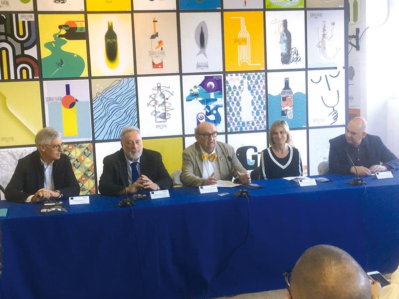 Pepe Gimeno, Enrique López Veiga, José María Fonseca, Nava Castro y Enrique Cotillas en la rueda de prensa.