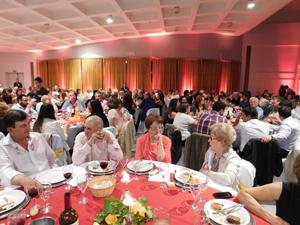 Los invitados disfrutaron mucho en la cena de gala de la entidad.