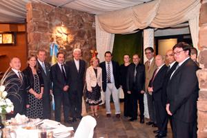 Autoridades diplomáticas, el obispo, el presidente de la FIEU y directivos.