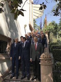 El conselleiro de Economía, Emprego e Industria, Francisco Conde, inició su agenda institucional en México con una reunión con el embajador, José Luis Fernández-Cid, acompañado de toda la delegación empresarial gallega.