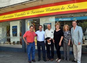 El cónsul José Rodríguez, segundo izquierda, con presidentes de entidades españolas del norte de Uruguay y el titular del CRE, Jorge Torres (izquierda).