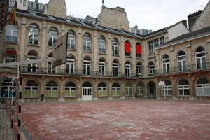 Patio del Colegio Español 'Federico García Lorca' de París.