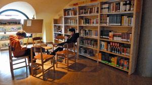 Detalle de la biblioteca del centro.