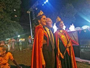 Con las reinas de la Hispanidad en las Verbenas de Mendoza.